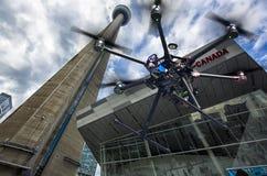 Ein Fliegenbrummen in den Himmeln der Metros Lizenzfreies Stockbild