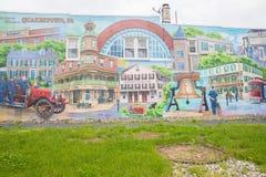 Ein Foto einer Hauptstraße der typischen Kleinstadt in den Vereinigten Staaten von Amerika stockfotografie