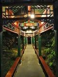 Ein Foto einer sehr Chinesisch-ähnlichen Promenade lizenzfreies stockfoto