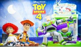 Ein Foto von Toy Story-Maskottchencharakteren von links nach rechts Jessie, Woddy und Buzz Lightyear stockfotografie