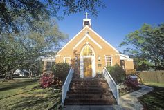 Ein Frühlingstag an der Ziegelstein-Kirche in Southport-North Carolina lizenzfreies stockbild