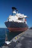 Ein Frachtschiff lizenzfreies stockbild