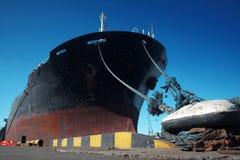 Ein Frachtschiff stockbilder
