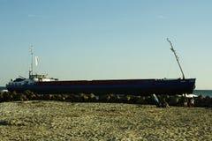 Ein Frachtschiff auf Fehmarn Arkivbilder
