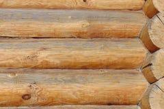 Ein Fragment der Wände der Holzhäuser von der ganzen Klotz Taupefarbe Stockfoto