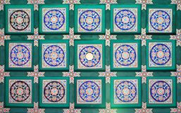 Ein Fragment des traditionellen Musters auf der Decke des langen Korridors des interessantesten Anblicks vom Sommer-Palast in B lizenzfreie stockfotos