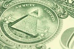 Ein Fragment einer Bezeichnung von einem US-Dollar mit dem Bild der Pyramide Lizenzfreies Stockfoto