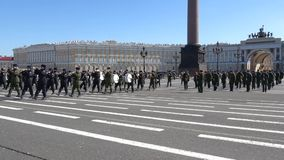 Ein Fragment einer Wiederholungsleistung des Militärorchesters für die Parade zu Ehren des Siegtages St Petersburg stock video footage