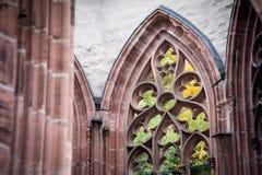 Ein Fragment eines Fensters der Ruine des gotischen Wernerkapelle bei Bacharach Lizenzfreie Stockbilder