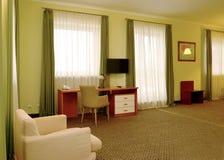 Ein Fragment eines Innenraums des Hotelzimmers in den grünen Tönen Lizenzfreies Stockfoto