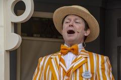 Ein Friseursalon-Quartettmitglied singt bei Disneyland, Anaheim lizenzfreies stockbild