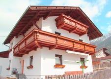 Ein Gästehaus in den Alpen, Österreich Stockfotografie
