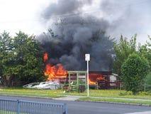 Ein Gebäude auf Feuer Stockbild
