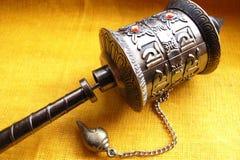 Ein Gebet drehen innen Tibet Lizenzfreie Stockfotos