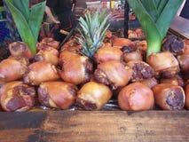 Ein gebratenes Schweinefleischknie - traditionelles Lebensmittel der Tschechischen Republik lizenzfreie stockfotografie