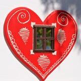 Ein geformtes Fenster des Herzens in Kroatien Stockfotos