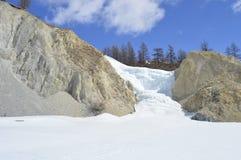 Ein gefrorener Wasserfall stockbild