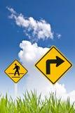 Ein gehendes Zeichen des Mannes und rechtes Zeichen der Kurve Stockfotos