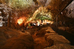 Ein Gehweg durch Carlsbad-Höhlen Lizenzfreie Stockfotos
