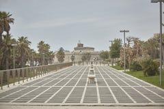 Ein Gehweg zu Civitavecchia stockfotos