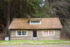 Ein gemütliches Blockhaus in Alaska Stockfotografie