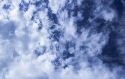Ein gesättigter Himmel lizenzfreies stockfoto