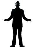 Ein Geschäftsmann hoffnungsvoll, Schattenbild oben schauend Stockfotografie
