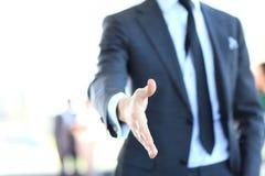 Ein Geschäftsmann mit einer offenen Hand lizenzfreie stockfotografie