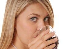 Ein Geschmack des Weins Lizenzfreie Stockfotos