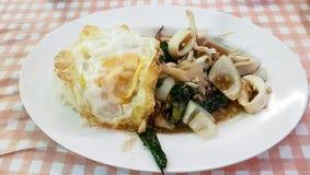 Ein geschmackvoller thailändischer Teller lizenzfreies stockfoto