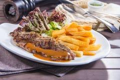 Ein geschmackvolles Küchefoto des Rindfleischsteaks Stockfotos
