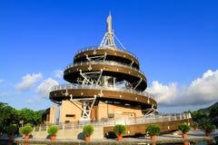 ein gewundener Ausblick-Turm von Tai Po Waterfront Park lizenzfreie stockbilder