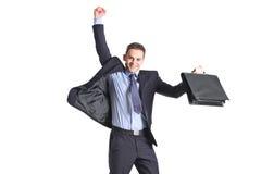Ein glücklicher junger Geschäftsmann, der in die Luft springt Lizenzfreies Stockbild