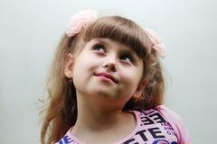 Ein glückliches Kindermädchen Lizenzfreie Stockfotos