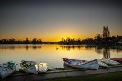 Ein glühender Sonnenuntergang auf dem meare bei Thorpeness stockfotos