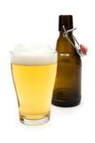 Ein Glas Bier essen Stockfotografie