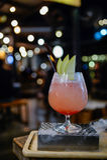 Ein Glas des Cocktails an der Kneipe und am Restaurant Stockfoto
