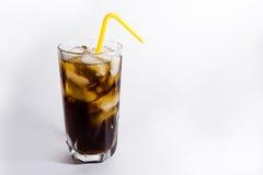 Ein Glas des kalten Getränks mit Eis Lizenzfreies Stockbild