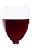 Ein Glas des Rotweindetails über Weiß Stockfoto