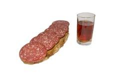 Ein Glas des Wodkas und des Sandwiches Stockfoto