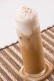 Ein Glas Eis-Kaffee mit Sahne Stockbilder