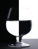 Ein Glas mit Wasser Lizenzfreie Stockfotografie