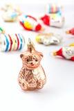 Ein Glasbärenweihnachtsdekorationstück lizenzfreie stockbilder