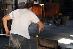 Glasherstellungshandwerker. stockbilder