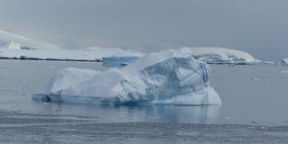 Ein Gletscher schmilzt langsam in der Antarktis Lizenzfreie Stockbilder