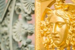Ein goldenes Metallgesicht Lizenzfreies Stockfoto