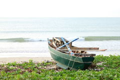 Ein grünes Boot Stockbilder