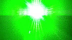 Ein grünes Laserlicht direkt in die Kamera