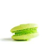 Ein grünes Mandelgebäck (Makrone) lizenzfreie stockfotos