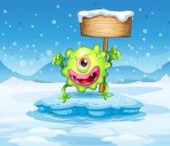 Ein grünes Monster über Eisberg mit leerem Schild Lizenzfreies Stockfoto
